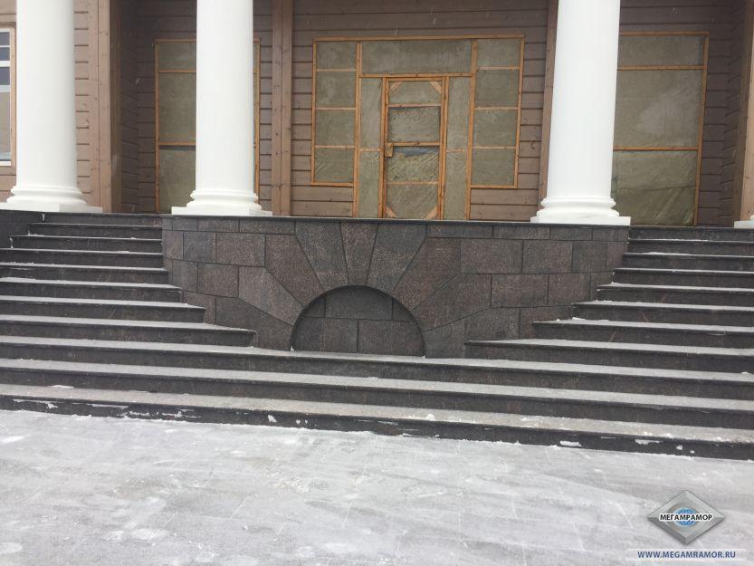 Облицовка лестницы, цоколя и отмостки частного дома
