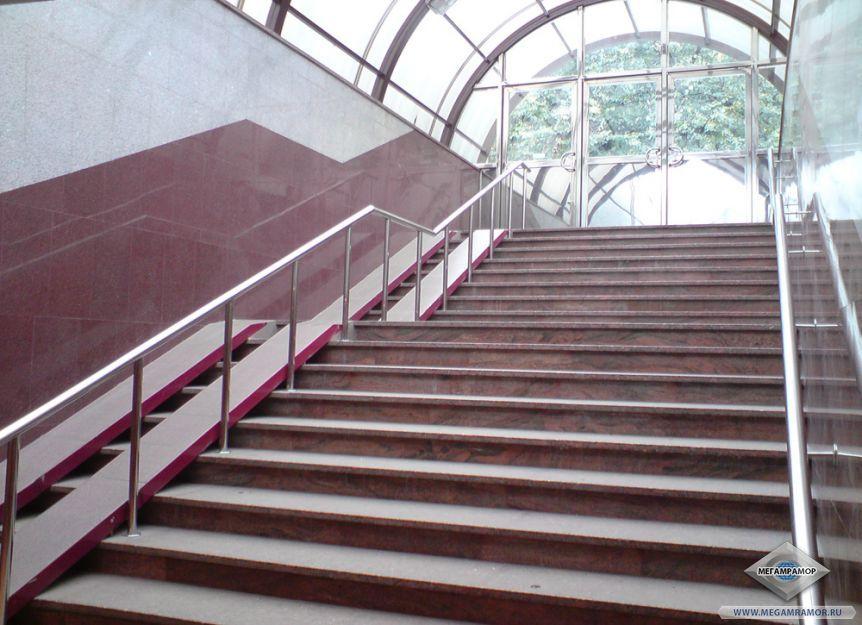 Лестница из гранита Мультиколор Ред, Империал Ред, Белла Вайт