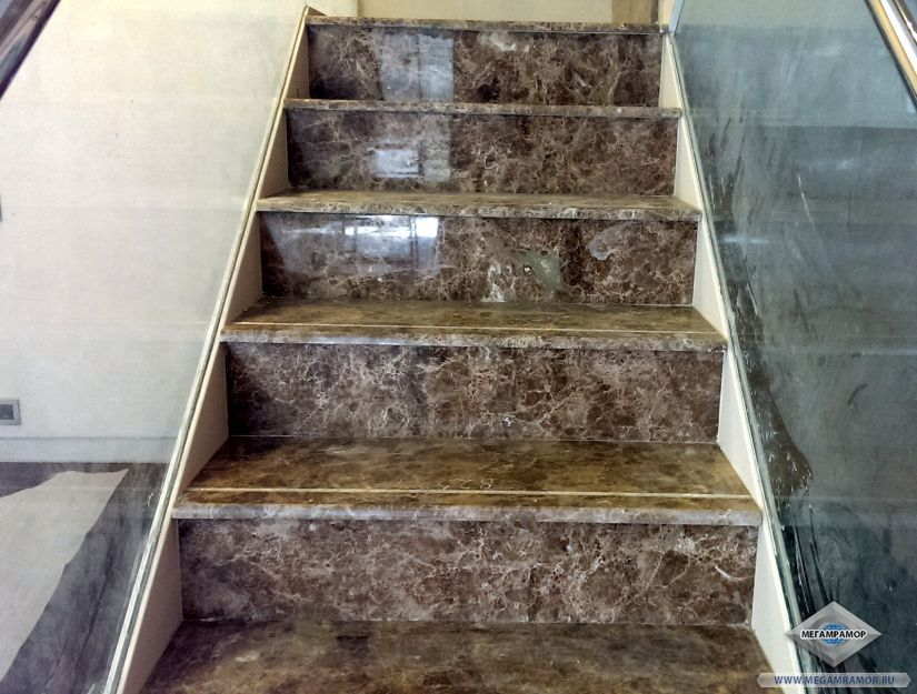 Лестница из мрамора Имперадор Лайт в частном доме