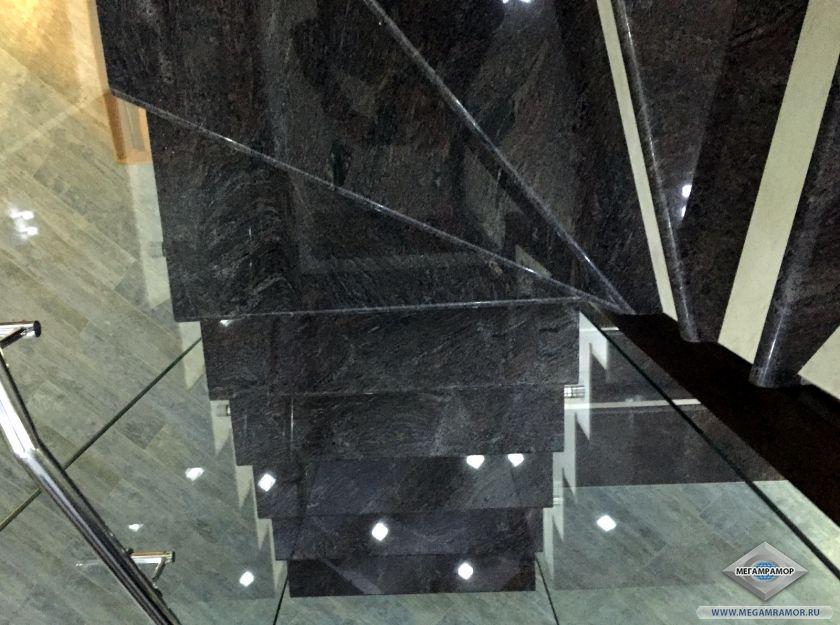 Лестница из гранита Парадизо Классик и мрамора Крема Нова
