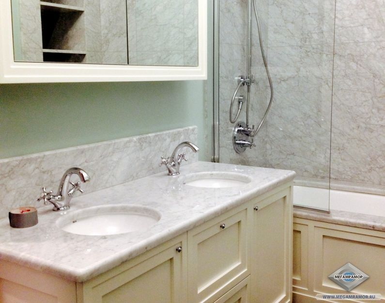 Столешница в ванную комнату из мрамора Бьянко Каррара