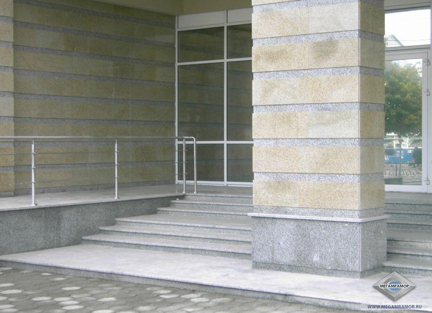 """Фасад ТРЦ """"Парадиз"""" в г. Тула гранит Белла Вайт и Сансет Голд"""