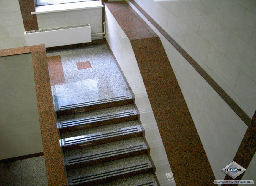 Лестница из гранита Мапл Ред и Белла Вайт
