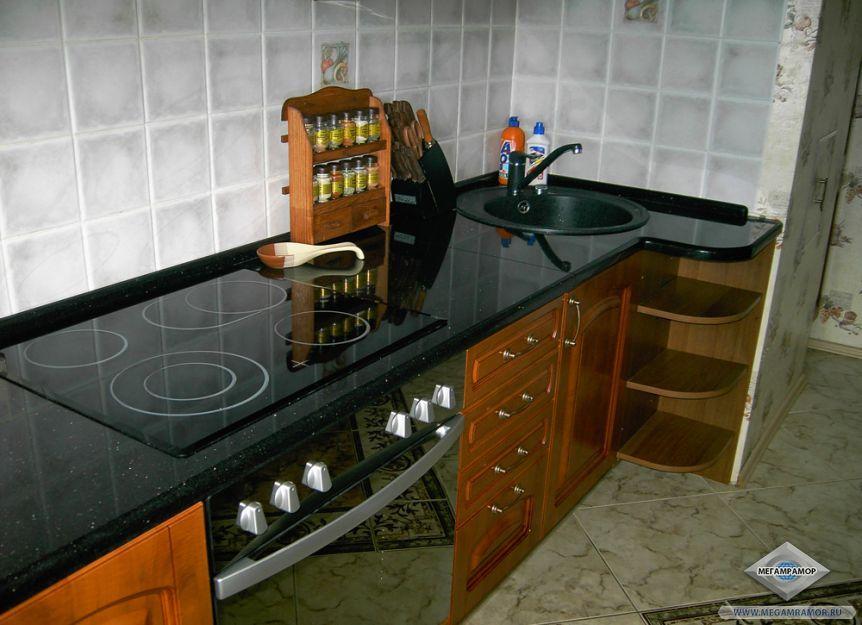 Кухонная столешница из гранита Блэк Гэлэкси