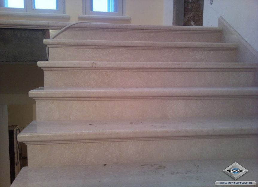 Лестница из мрамора Боттичино Фиорито