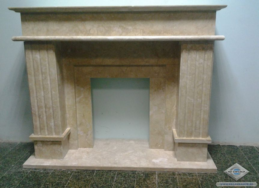 Мраморный каминный портал в античном стиле