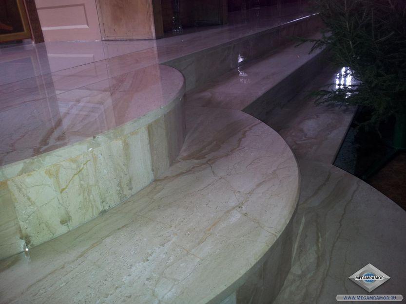 Лестница в храм из мрамора Дайно Реале