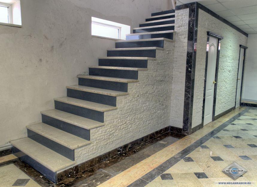 Облицовка лестниц и стен гранитом Вайт Перл, Паданг Дарк и мрамором Имперадор Дарк, Милас Перл