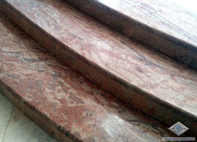 Закруглённые ступени из гранитных плит